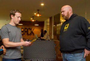 Facebook CEO Mark Zuckerberg meets iHub and BRCK co-founder Erik Hersman in Nairobi.