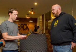Facebook CEO Mark Zuckerberg meets iHub and BRCK co-founder Erik Hersman in Nairobi.
