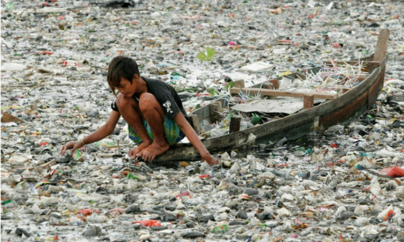 Invisibles: The Plastic inside us